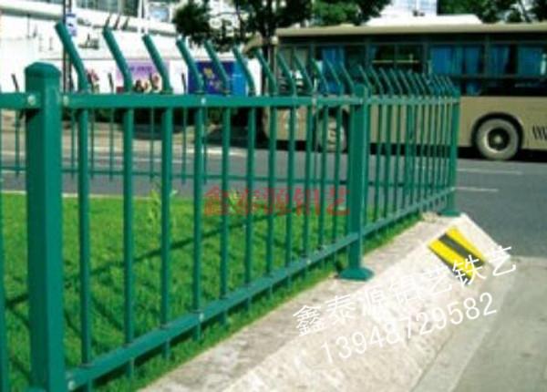 锌钢草坪护栏厂家